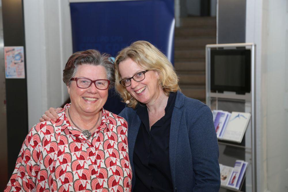 Bezirkstagskandidatin Gisela Niclas mit Natascha Kohnen